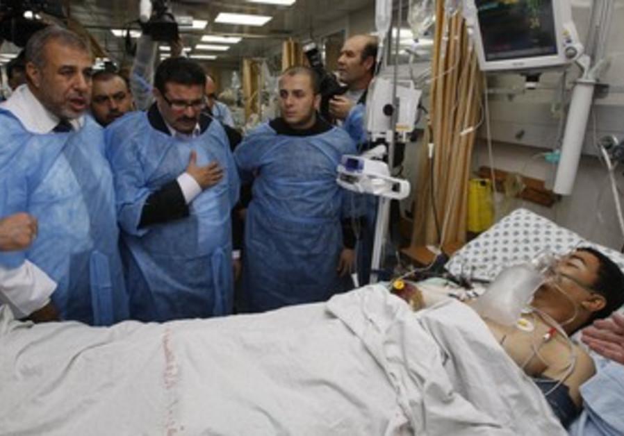 Tunisian FM Rafik Abdessalem visits wounded Gazan.