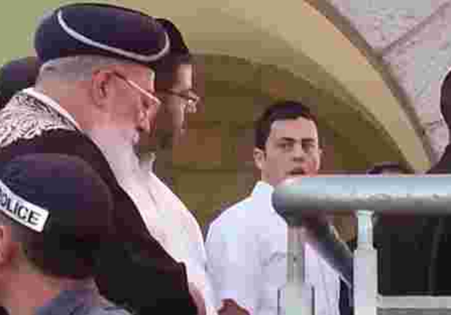 Chief Rabbi Amar at kotel