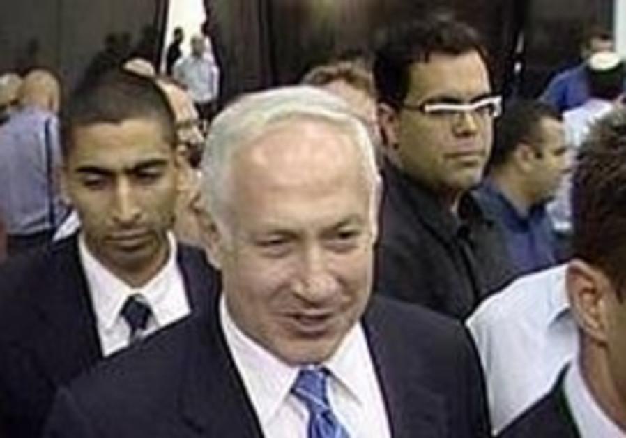 Poll: Livni beating Mofaz in Kadima race