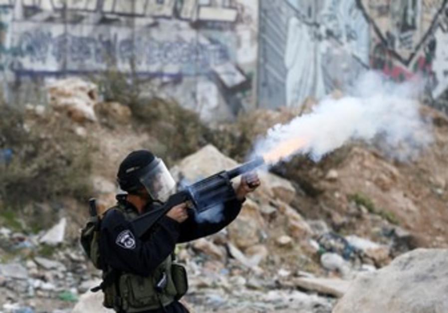 Border patrol fires tear gas at W Bank protest