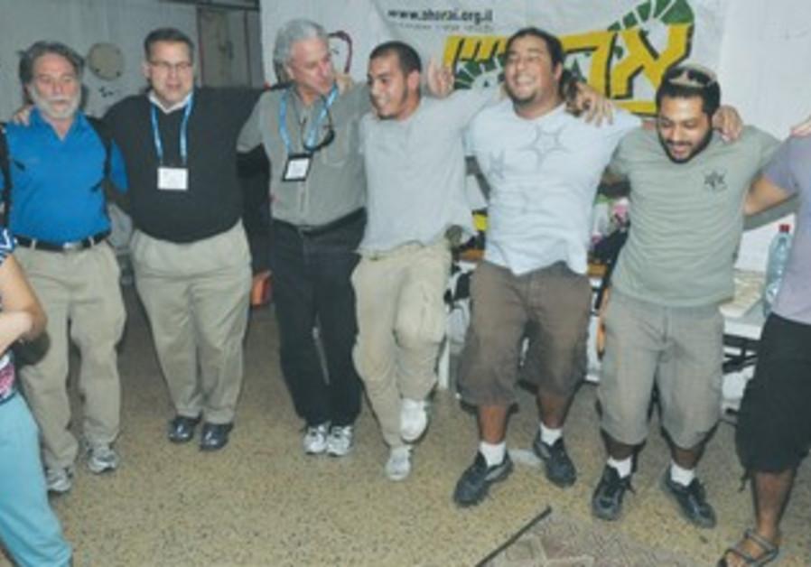 JFNA's Silverman, Siegal, volunteers in Ashkelon