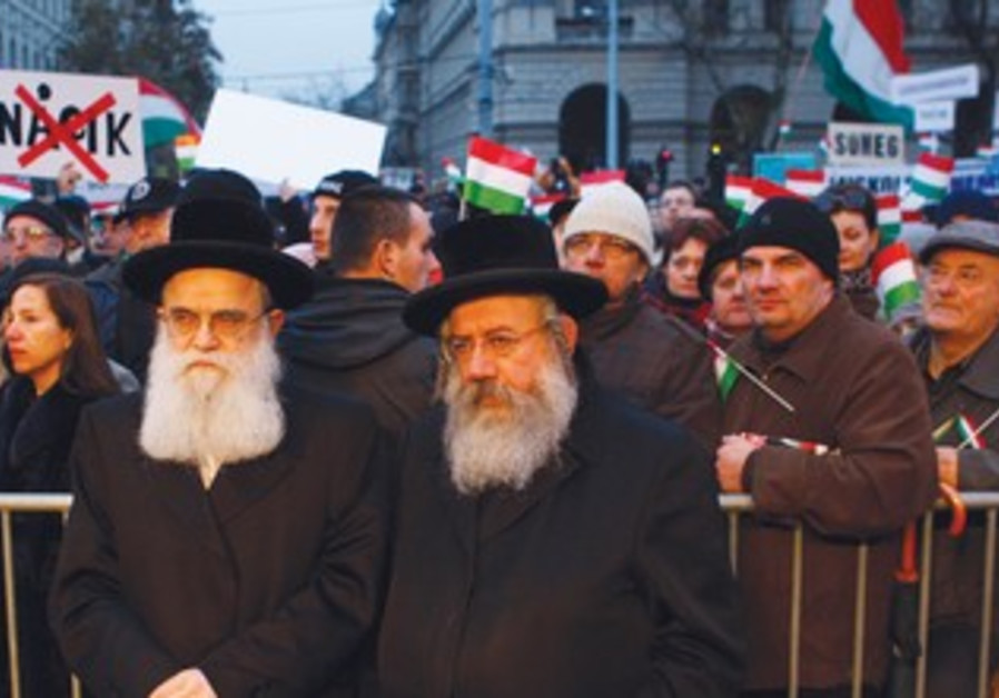 Hungarians protest [archieve]