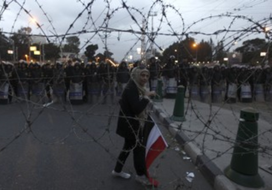 Protesters outside Egyptian presidential palace