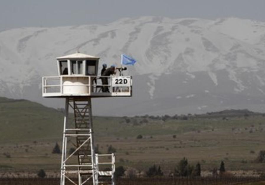 UNDOF soldiers in Golan overlooking Syria