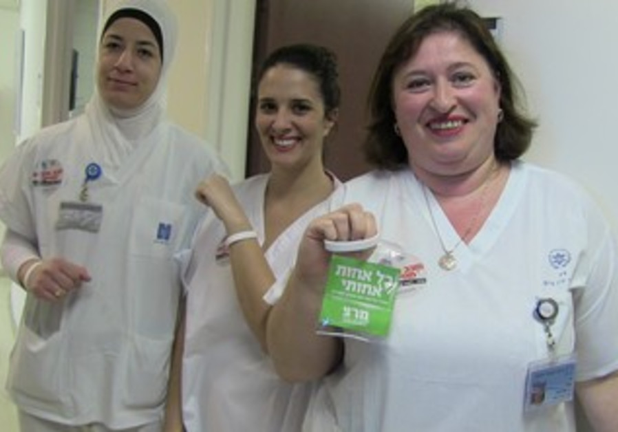 Meretz meet with nurses during strike.