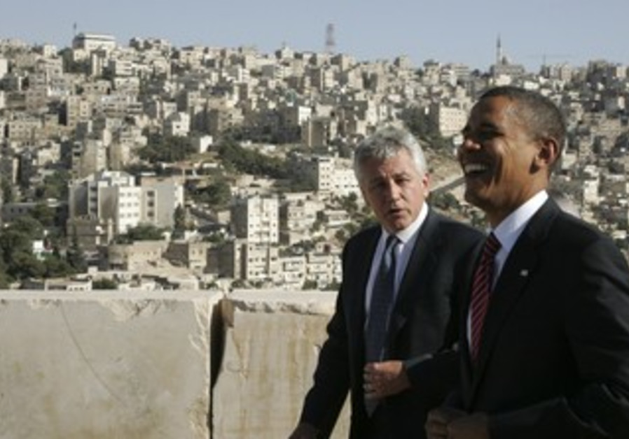 Obama laughs with Hagel in Amman