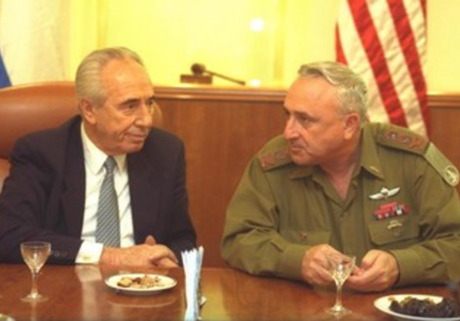 President Peres (Left) and Amnon Lipkin-Shahak