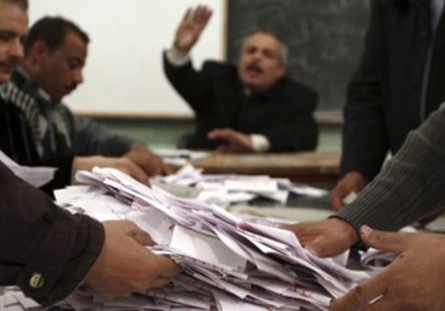 Egyptian poll workers count votes in referendum