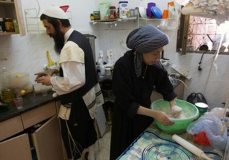 Neturei karta couple prepares for Shabbat