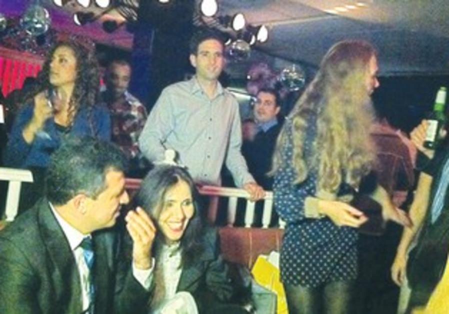 Politicians campaign at Tel Aviv nightclub
