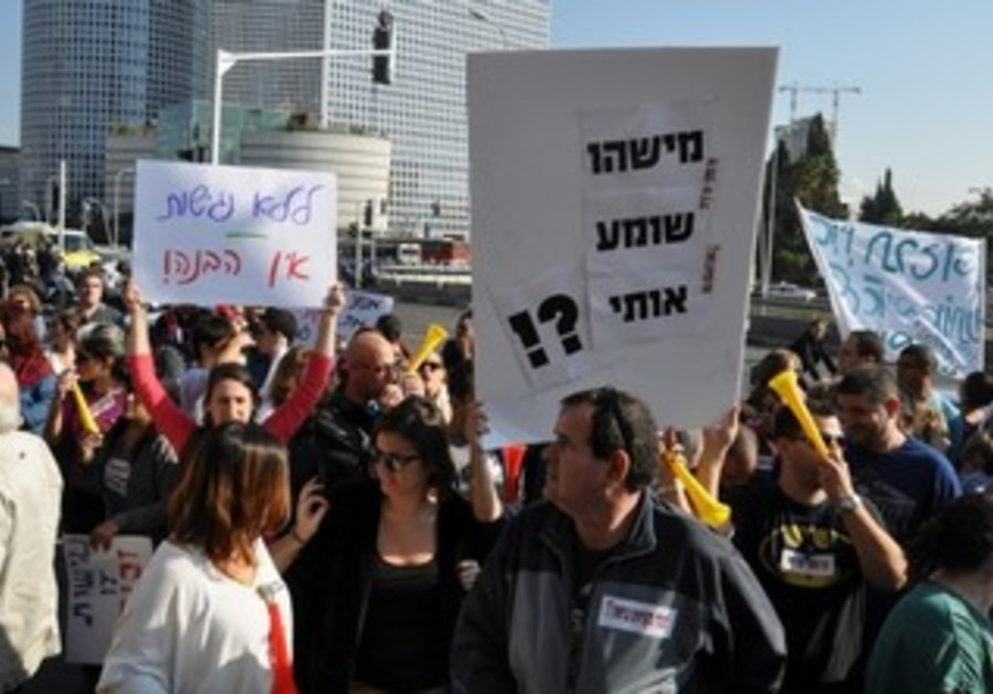 Rally for deaf, hard of hearing in Tel Aviv.
