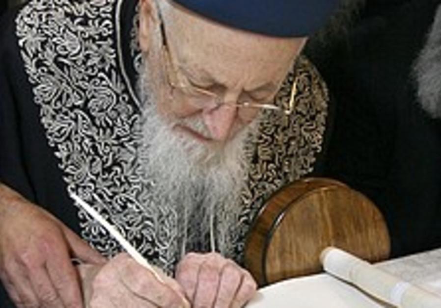 Rabbi Eliyahu endorses Barkat for mayor