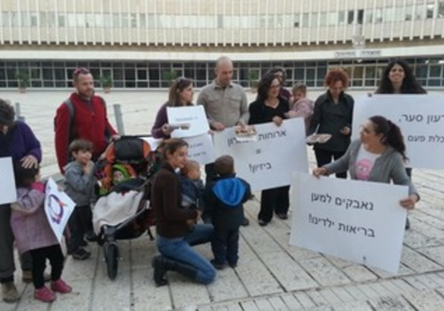 Parents protest for healthier meals at school.