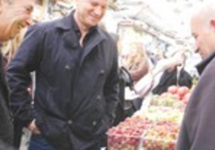 Knesset candidate Erel Margalit at Mahaneh Yehuda