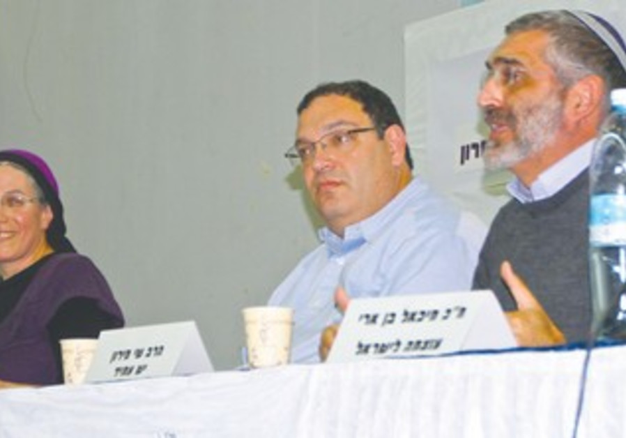 Orit Struck (left), Shai Peron and Ben-Ari (right)