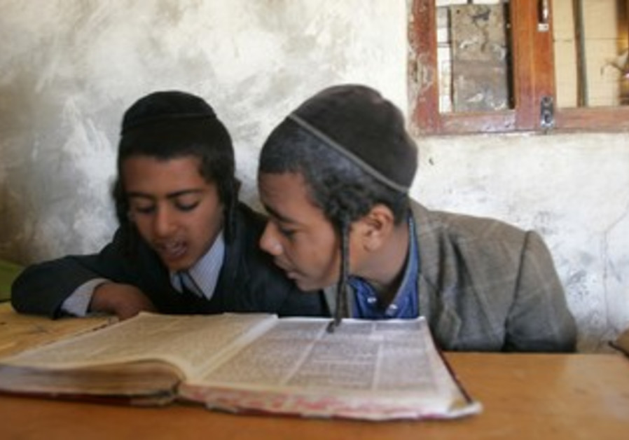 Yemeni Jewish children study torah February 2009