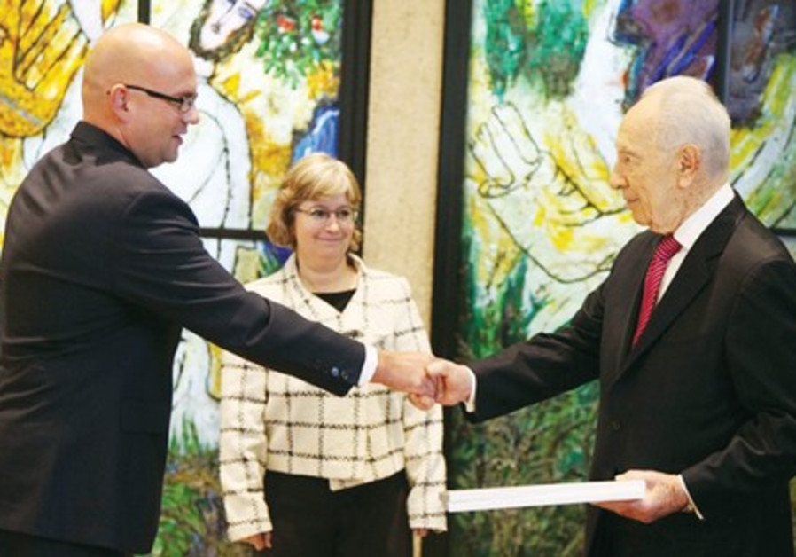 Croatian Ambassador Pjer Simunovic with Peres