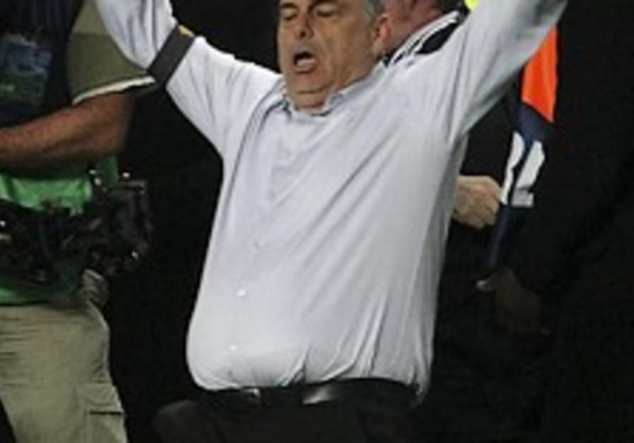 Grant's Chelsea defeats Liverpool