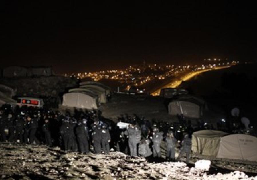 Police prepare to evacuate Palestinian E1 outpost