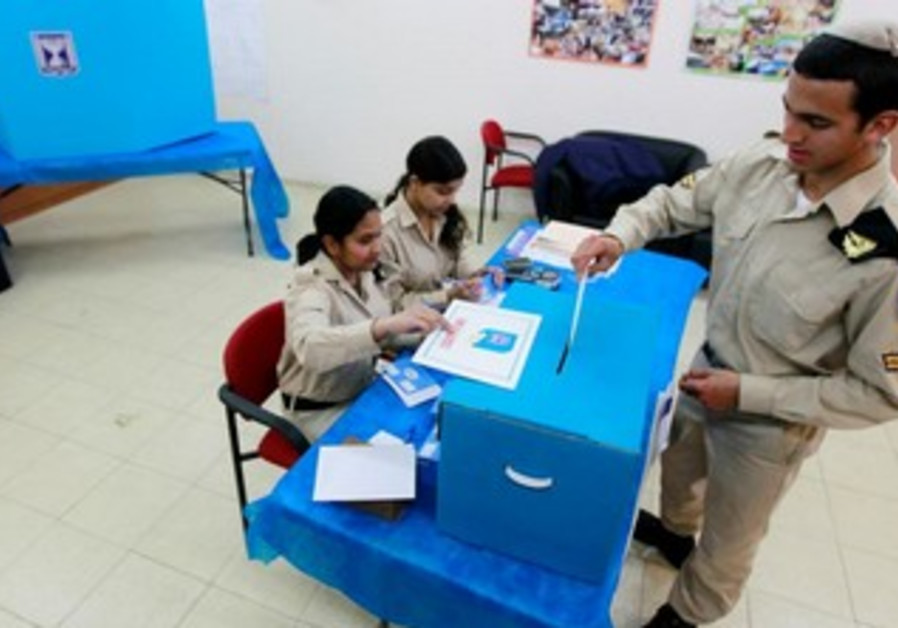 An IDF soldier votes early in Ashdod, January 20, 2013.