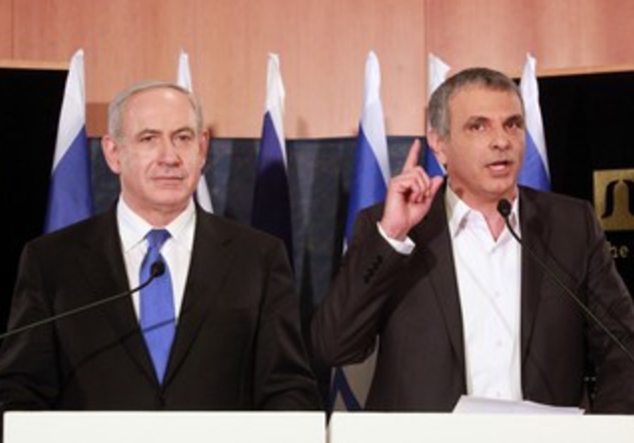 PM Binyamin Netanyahu and Moshe Kahlon at press conference, January 20, 2013.