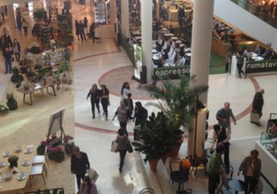 Ramat Aviv mall on Election Day, January 22, 2013