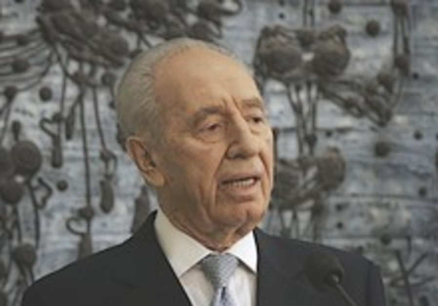 Peres: Iran wants to rule the region