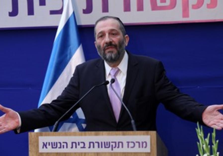 Arye Deri at the President's residence, January 31, 2013.