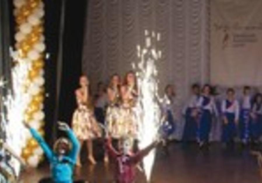 CHILDREN PERFORM at the Beit Grand Jewish Community Center in Odessa. (JDC)