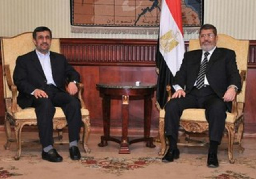 Iranian President Ahmadinejad meets with Egyptian President Morsi in Cairo, February 5, 2013.