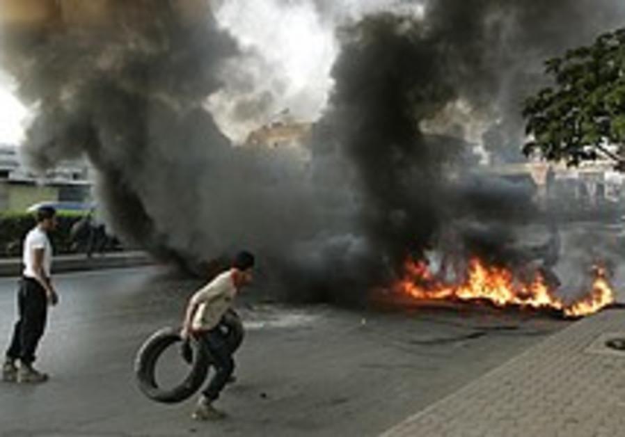 Hizbullah blocks roads, airport in protest against Lebanese government