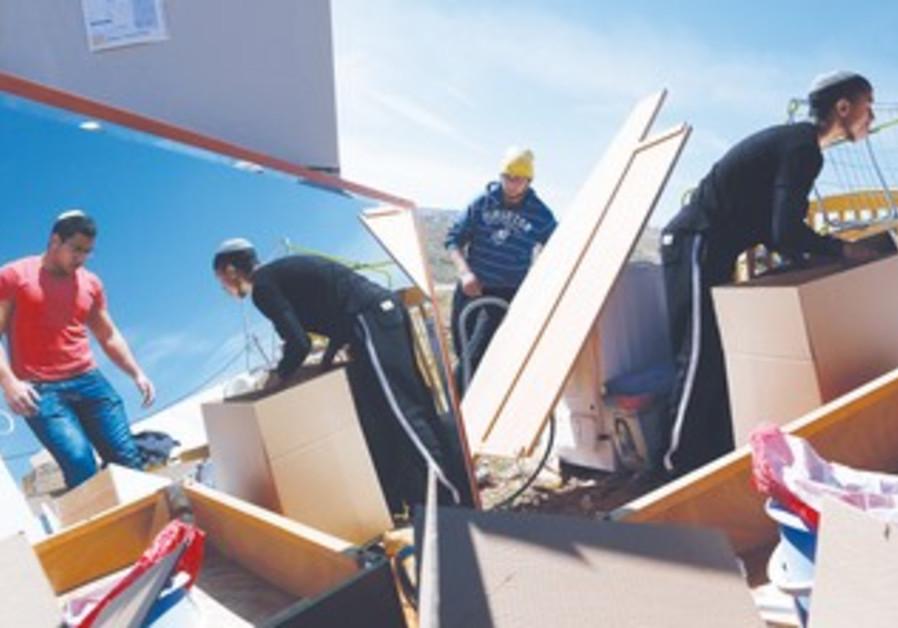 Settlers remove belongings from razed homes in Gush Etzion