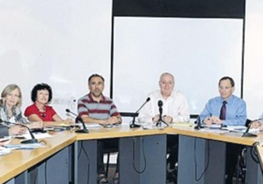 TRAJTENBERG,members of C'tee on Socioeconomic Change