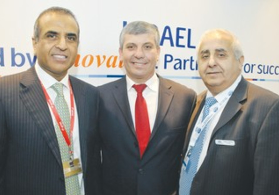 Simhon flanked by Mittal Gabai at World Mobile Congress