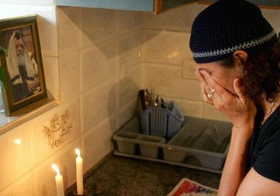 Jewish woman lights the Shabbat candles
