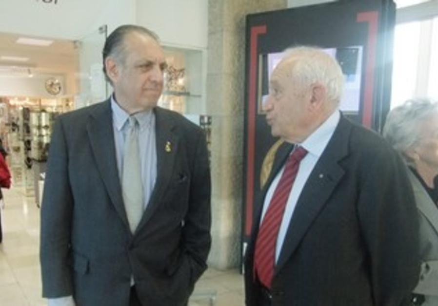 Harry Bloomfield (left) and Prof. Raphael Mechoulam