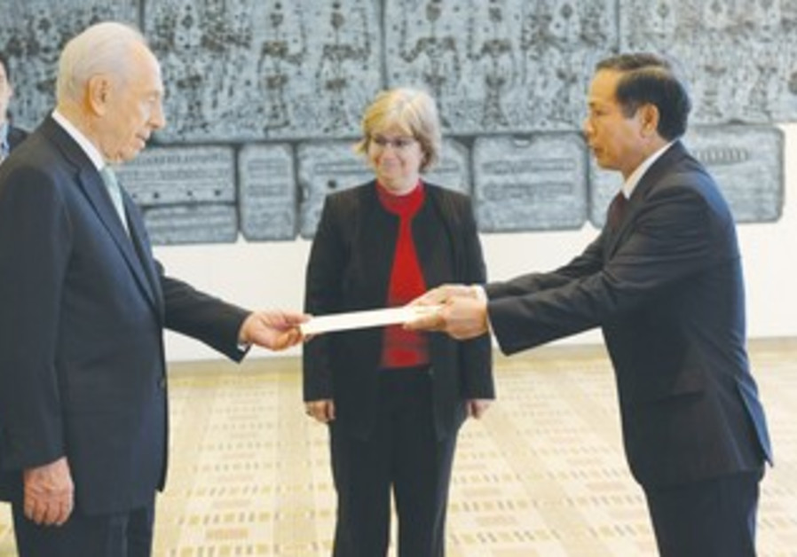 TA DUY CHINH, the new ambassador from Vietnam, presents his credentials to President Shimon Peres