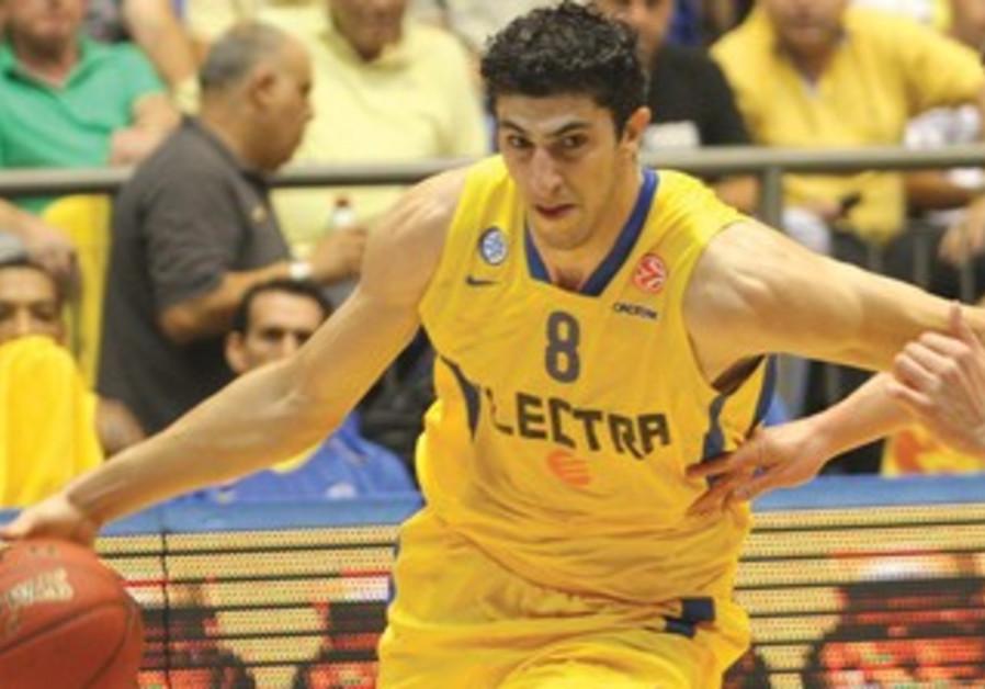 Maccabi Tel Aviv's Lior Eliyahu