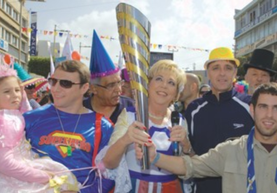 NETANYA MAYOR Miriam Feirberg Ikar the 2013 Maccabiah Games torch.