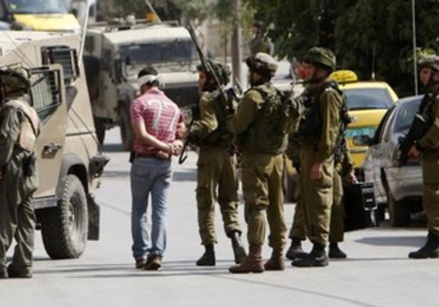 IDF soldiers arrest a Palestinian man [file].