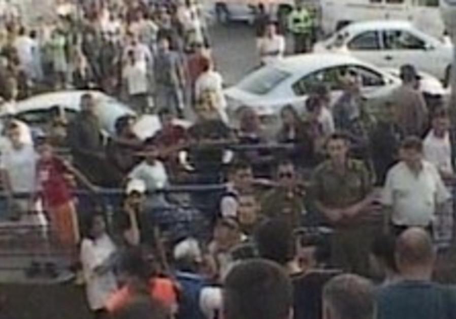 15 wounded as Grad rocket strikes Ashkelon shopping mall