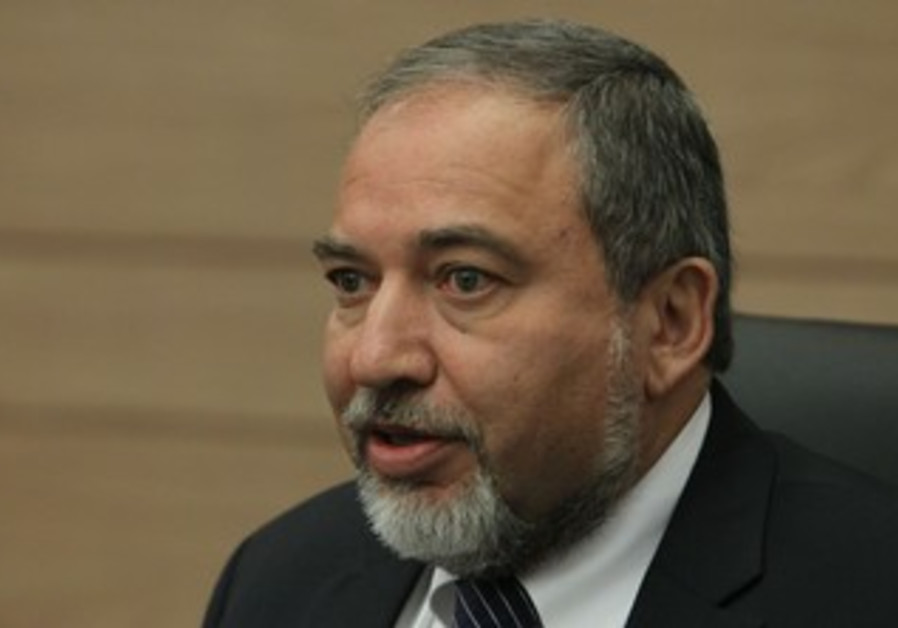 Former foreign minister Avigdor Liberman at press conference, March 18, 2013