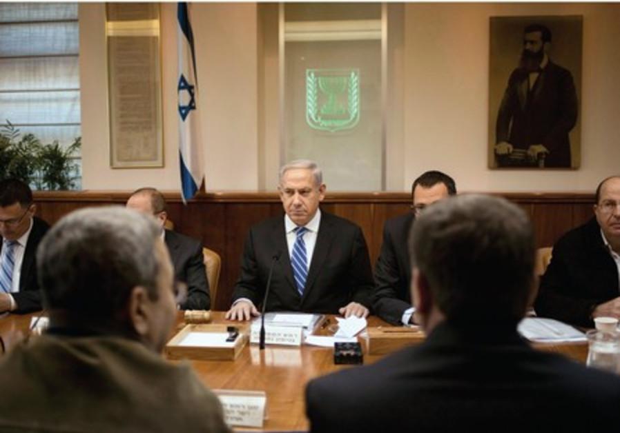 Le Premier ministre Binyamin Netanyahou réunit son cabinet sortant