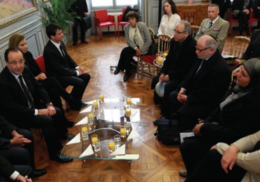 François Hollande a rencontré les proches des victimes de Mohamed Merah, à Toulouse, le 17 mars 2013