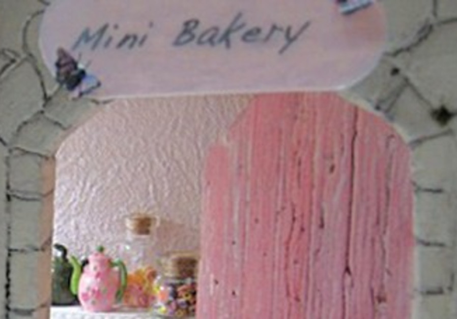 GOLDIE HOLLANDER'S 'Mini Bakery'