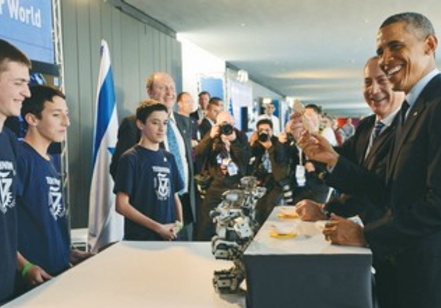 Netanyahu and  Obama meet with a group of children in Jerusalem at Israel Musuem exhibition
