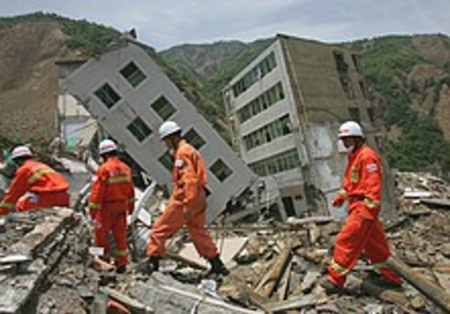 China declares 3 days of nat'l mourning for quake victims