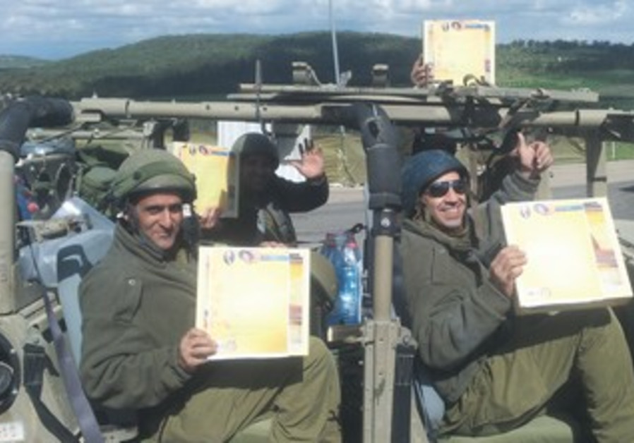 Reservist soldiers with matzot donated by the Golinsky family.