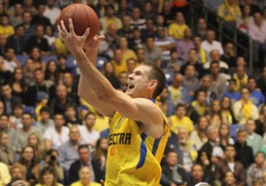 Maccabi Tel Aviv's Nik Caner-Medley.