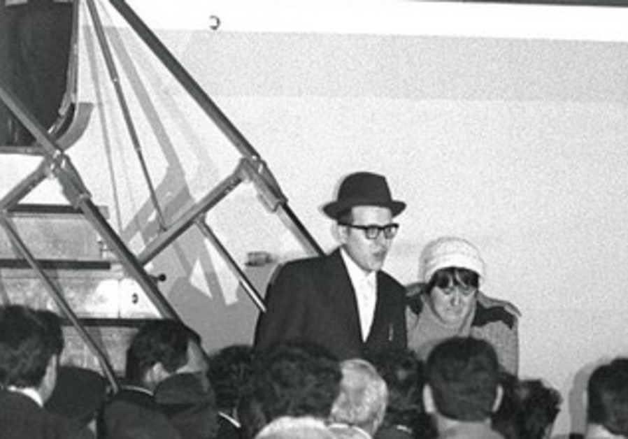 YOSEF MENDELEVICH is welcomed at Ben-Gurion Airport after being released from prison in the USSR.